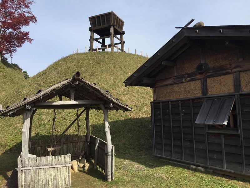 足助城の写真:南物見台と厨(く...