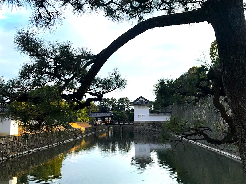 本丸内堀と本丸櫓門