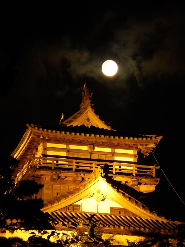 丸岡城天守(満月)
