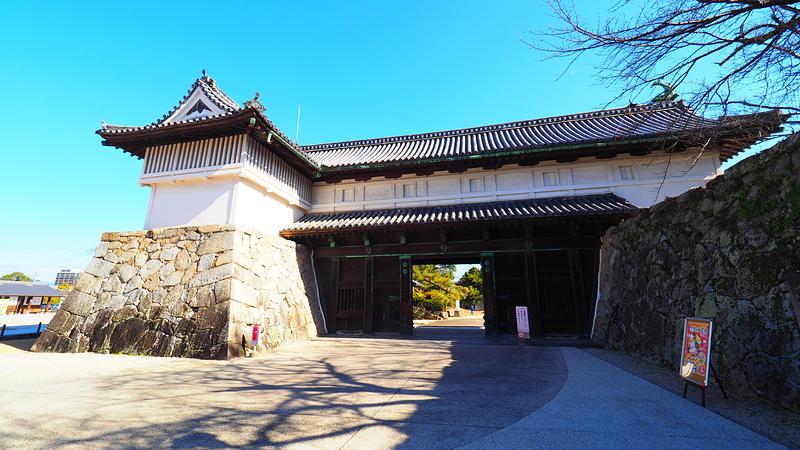 鯱の門(重要文化財)