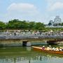 堀をすすむ藩船と姫路城[提供:姫路市]
