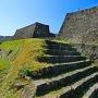 追手門階段から本丸枡形の石垣