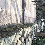 上面がデコボコ石垣
