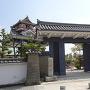城址碑と門と天守