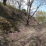 主郭北側の空堀と土塁