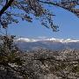搦手門から望む安達太良連峰