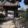本覚寺山門とアメリカ領事館跡碑