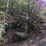 破城跡と思われる大きな転石