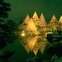 ライトアップされた雪吊りの兼六園[提供:金沢市]