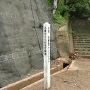 標柱と本丸への石段