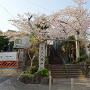 筑土八幡神社入口