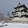 雪の弘前城 天守