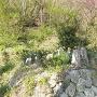 登城口にある供養塔