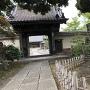 城跡に建つ寺院。
