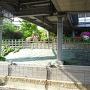 東武佐野駅ホームから見た城山公園(三の丸跡)
