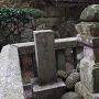 児玉就方の墓