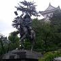 大垣城天守と戸田氏鉄公の像