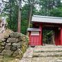 赤門と石垣