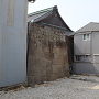 住宅街で見え隠れする石垣