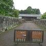 長屋門と石垣