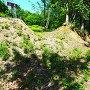 空堀と土塁(東屋敷)