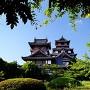 緑の額縁桃山城