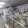 「福岡城跡堀石垣」展示室内の現存石垣