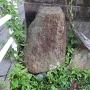 平島一之門の横にある石