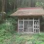 城山東側中腹の神社