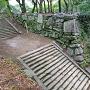 弓櫓跡石垣を、馬具櫓跡から