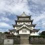 郷土博物館(亥鼻城天守)と千葉常胤公銅像
