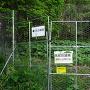 神社脇の鳥獣防護柵