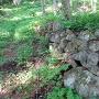麓にある謎の石積