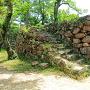 本丸内の南部にある雁木と石垣