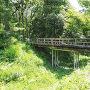 空堀にかかる復元木橋