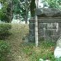 地震で倒れた石碑