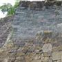 現存隅櫓の下の石垣っ! おもしろい!