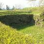 本丸跡南側虎口脇の空堀の石垣
