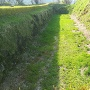 本丸跡の石垣と空堀