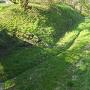 本丸跡追手門跡から見る空堀