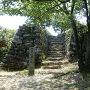 本丸跡の阿波青石の石垣と石垣階段