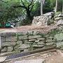 西三の丸門跡から繋がる石垣(2)