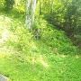 竪堀を下から見る
