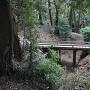 堀に架かる木橋