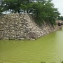 本丸跡に架かる東不明門前橋と水堀