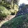 空堀際に残った石垣