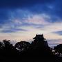 暗雲立ち込める城址