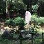 居館跡にある石碑(元就誕生の地)
