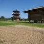 八角形鼓楼(左側)と米倉