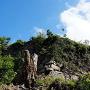 登山道から石垣、天守